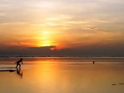 http://www.travellinkinfo.com/2017/07/wisata-pantai-sanur-di-bali-objek.html