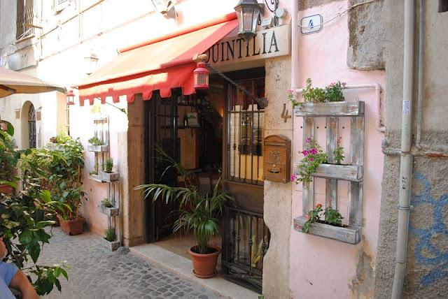 Entrada do restaurante Taverna Quintilia