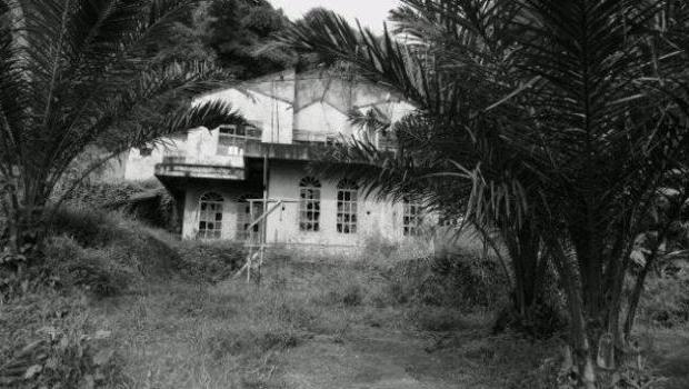http://1.bp.blogspot.com/-Vp2z9Vcs6FU/UeFzjxjCoeI/AAAAAAAAIz0/YkggH7YFuS0/s1600/Rumah_Angker_di_Magelang.jpg