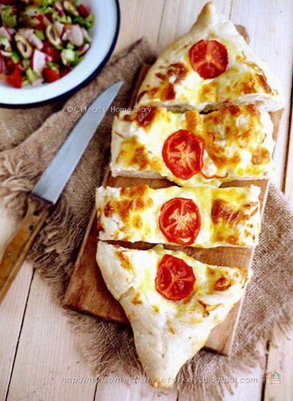 Peynirli Pide / #Turkish #pita bread with cheese topping Serve with Çoban salata | Çitra's HOme Diary. #çobansalatası #saladrecipe #turkishfood #turkishpide #cheesepide #peynirlipide #resepmasakanturki #turkishpide #pitabread