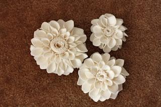 como hacer flores de fieltro