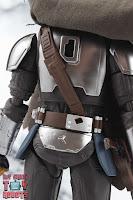 S.H. Figuarts The Mandalorian (Beskar Armor) 10