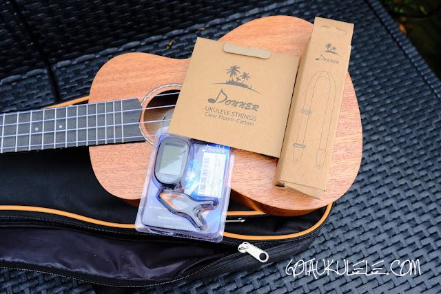Donner DUC-1 Concert Ukulele extras