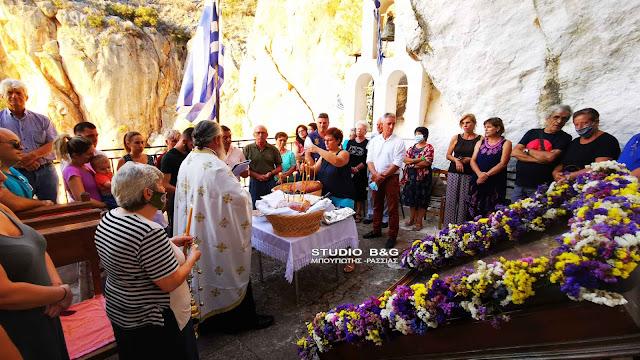 Η εορτή του Γεννεσίου της Θεοτόκου στο εκκλησάκι της Παναγίας της κατακεκρυμμένης στην Καραθώνα