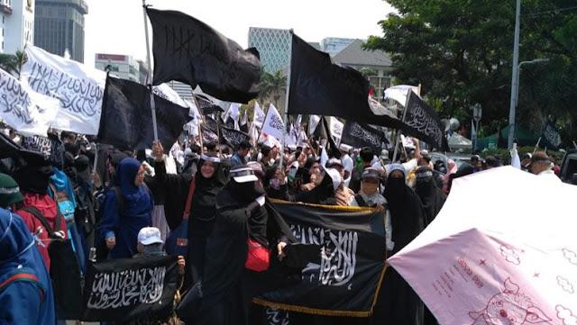 [Kajian Islam] Bendera Hitam adalah bendera Perang, Tidak Boleh Dikibarkan Saat Damai