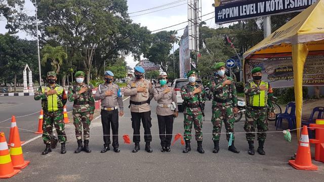 Ops PPKM Level Vl Di Kota Pematang Siantar Dilaksanakan Personel Jajaran Kodim 0207/Simalungun Bersama Tiga Pilar