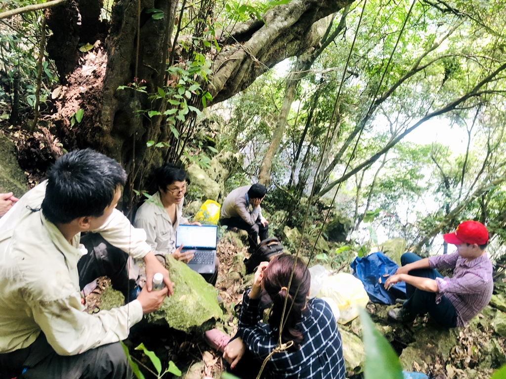 Sinh viên thực tập ngành Khoa học đất