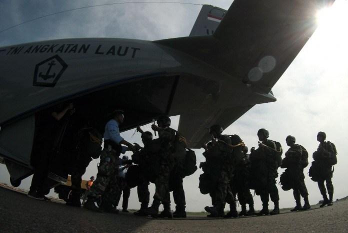 Kopaska, Latihan Terjun, Helikopter dan Kapal Selam