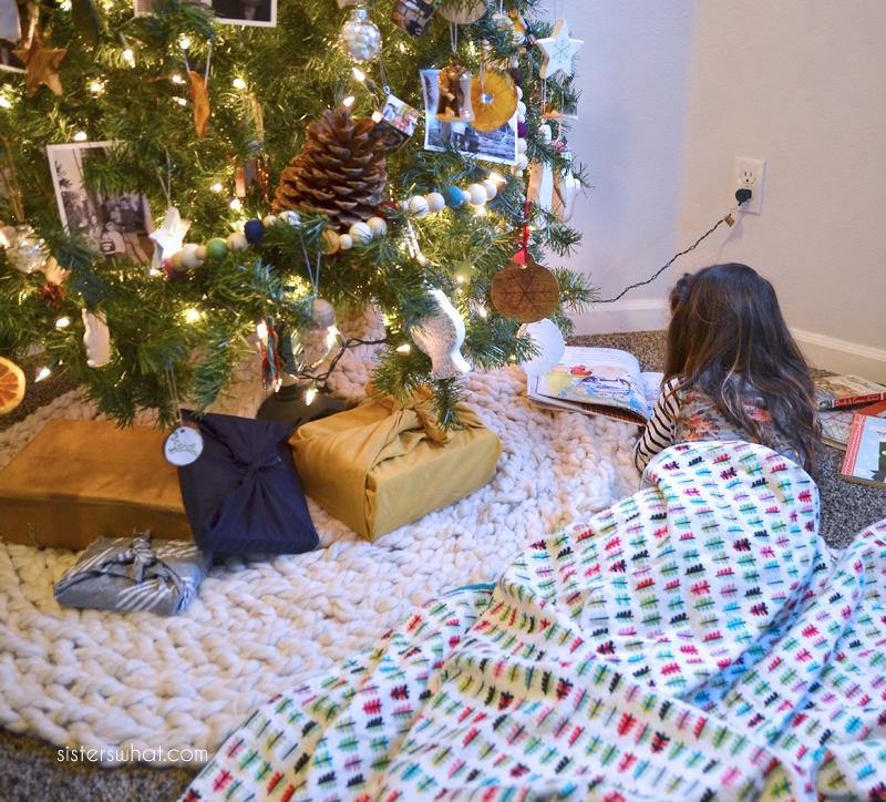 read around the Christmas Tree