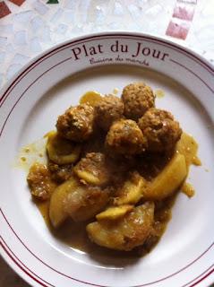 Tajine de boulettes de poulet avec pomme de terre et courgette