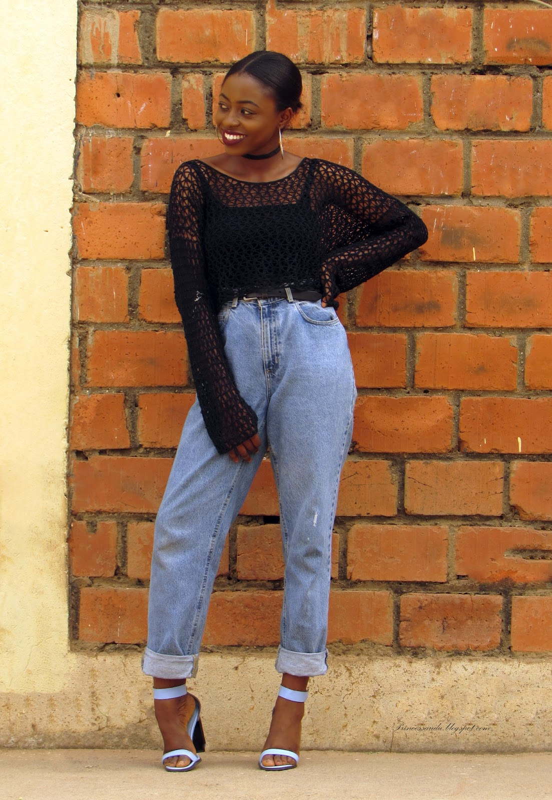 90's fashion trends, knitwear crop top, choker trend, boyfriend jeans, dark lip