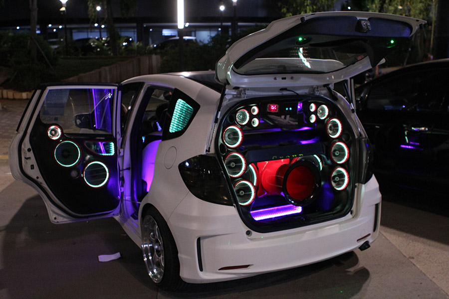 Bagian penentu audio mobil yang berkualitas