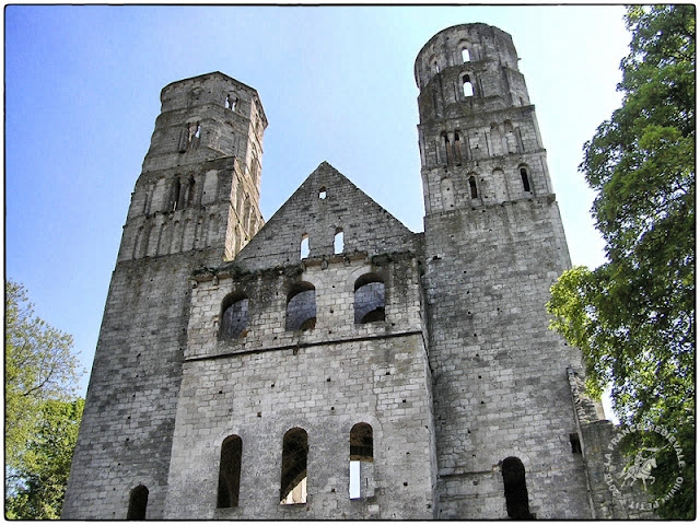 JUMIEGES (76) - Abbaye romane
