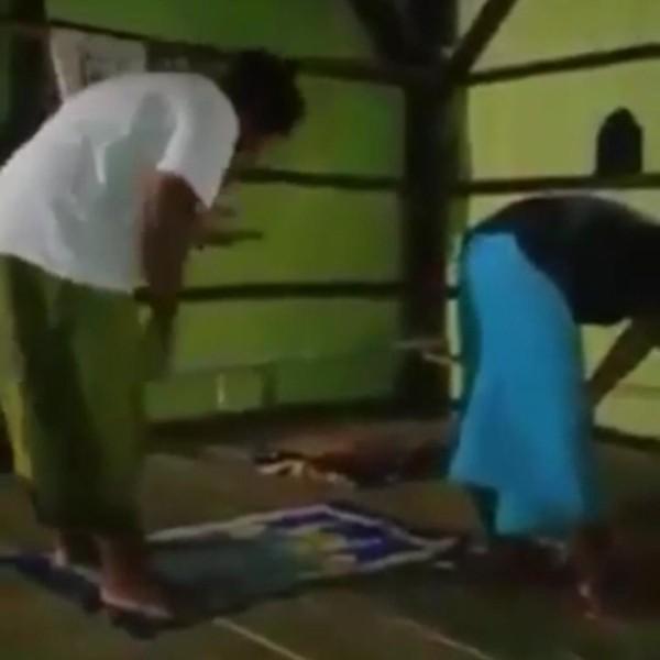 Video Salat Berjemaah Sambil Main HP yang Dikaitkan dengan Penistaan Agama