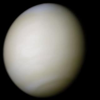 Foto di Venere in colori reali scattata dalla sonda Mariner 10.