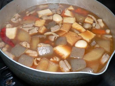 鍋で煮込む