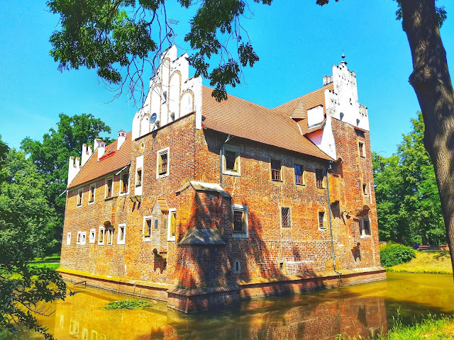 Zamek na wodzie Wojnowice, czy warto na spacer?