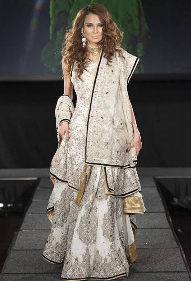 https://1.bp.blogspot.com/-Vq2ImZPFS8s/TuNhe6YspfI/AAAAAAAAF24/UTxsvxGY2OM/s1600/Arab+Models+Wear+Beautiful+Dresses+2.jpg