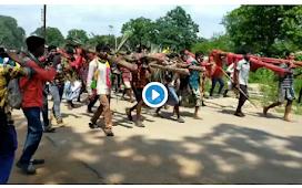 बीजापुर में हज़ारों की तादाद में जिला मुख्यालय में जुटे ग्रामीण,  तेंदूपत्ता के नकद भुगतान को लेकर बड़ा प्रदर्शन
