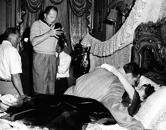 Foto dos bastidores do filme Crepúsculo dos Deuses, 1950.