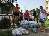 Tinerii buhuseni voluntari in 'Patrula de Mediu' au curatat de gunoaie zona scarilor Tucului din oras