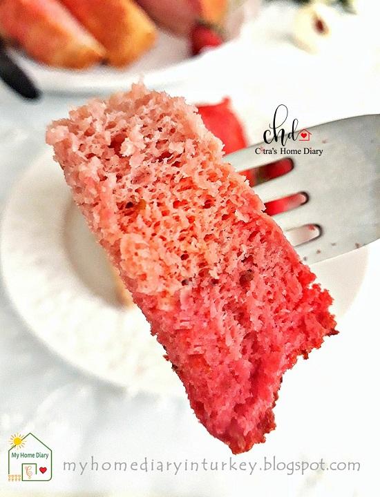 Strawberry Ombre Chiffon Cake (With Video)| Çitra's Home Diary. #chiffoncake #strawberrycake #strawberrychiffoncake #coffeecake #ombrecake #şifonkek #ombrekek #çileklikek