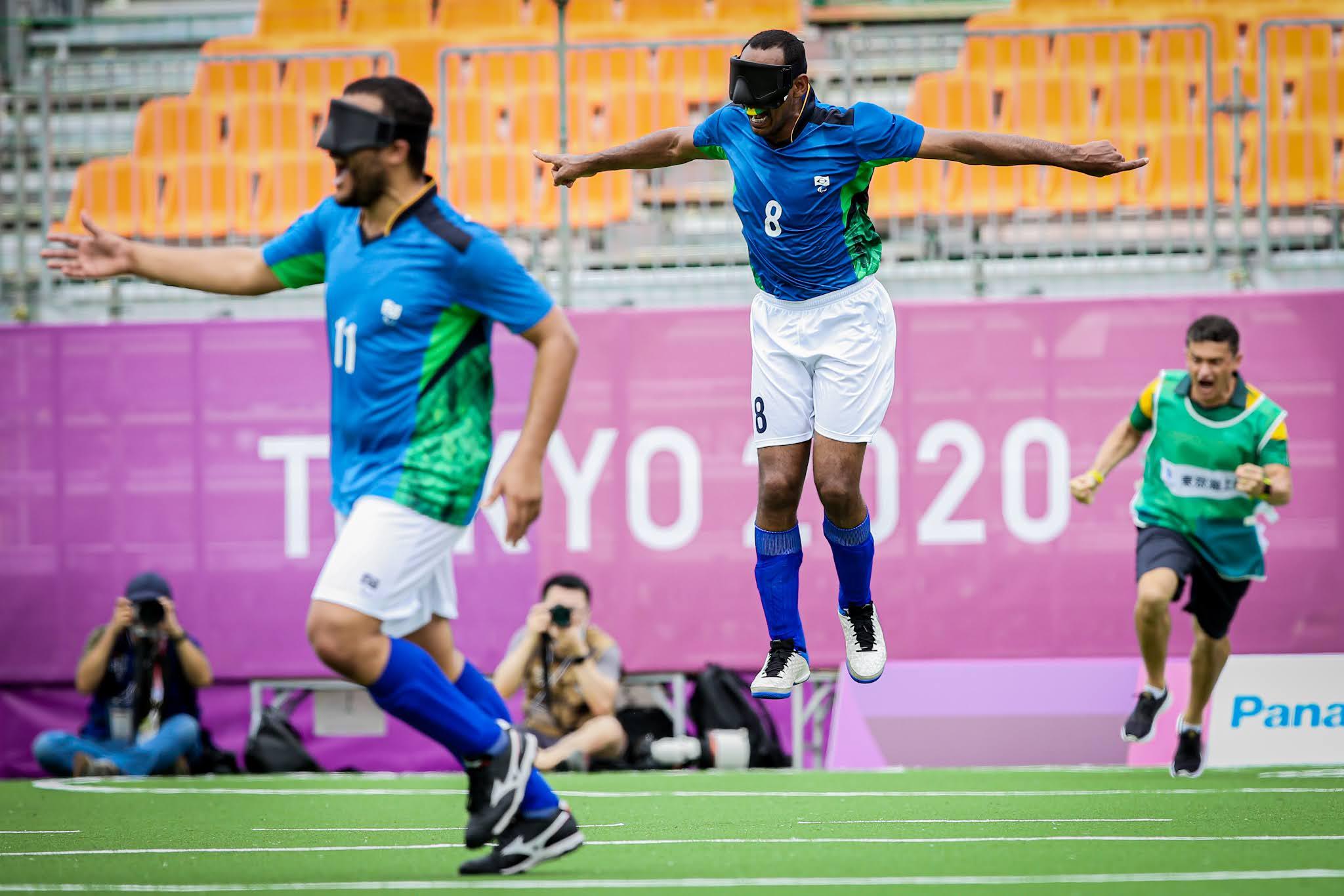 Nonato pula ao marcar o primeiro gol do futebol de 5