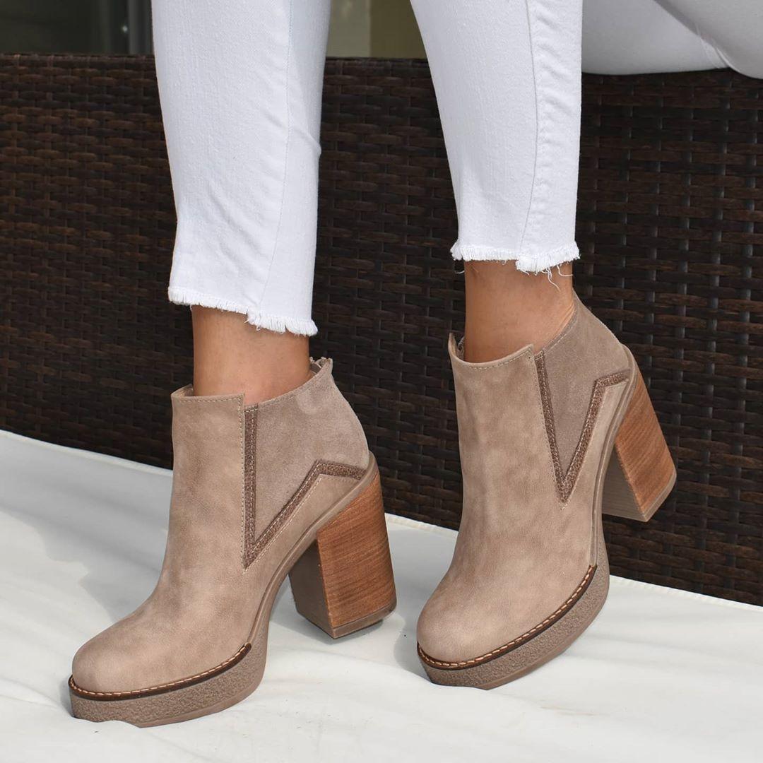Botas de mujer taco alto cuadrado de cuero moda invierno 2020.