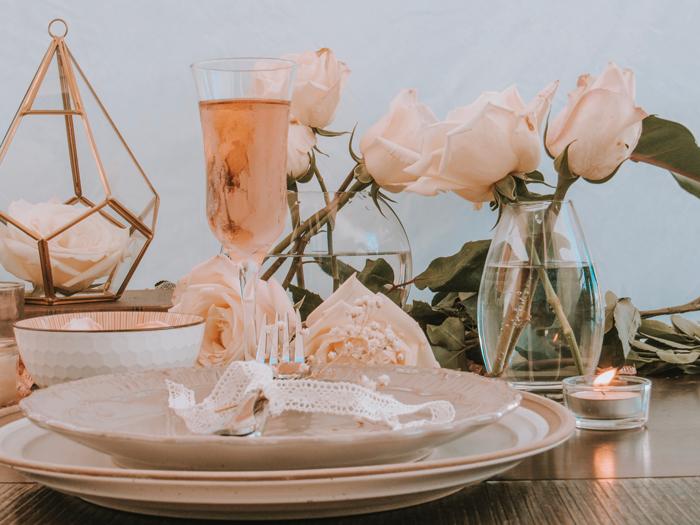 valentines day, valentines, san valentin, table set, romantic table, table setting, roses, rosas, mesa romantica