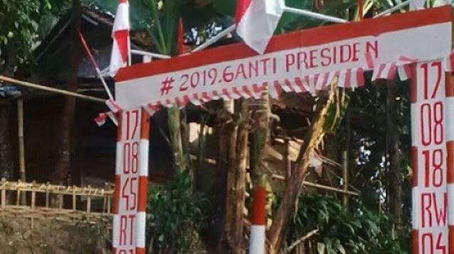 Gapura HUT RI Bertagar #2019GantiPresiden Bikin Heboh Bogor