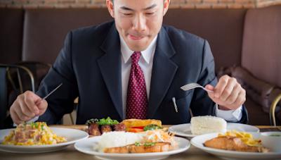 4 Akibat Buruk Jika Makan Terlalu Cepat