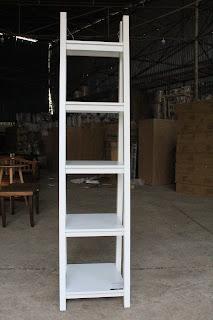 Anh Shop thanh lý bàn học sinh ,kệ sách bậc thang ,tủ gỗ có kính