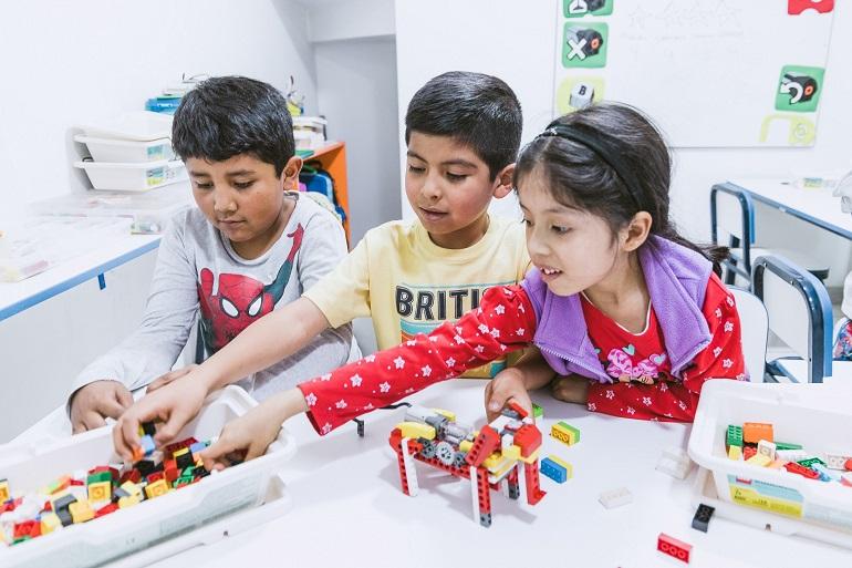 Habilidades que los niños y niñas pueden desarrollar gracias a los robots educativos