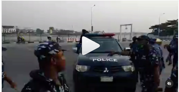 #occupylekkitollgate protesters arrested this morning at Lekki toll gate (Watch video)
