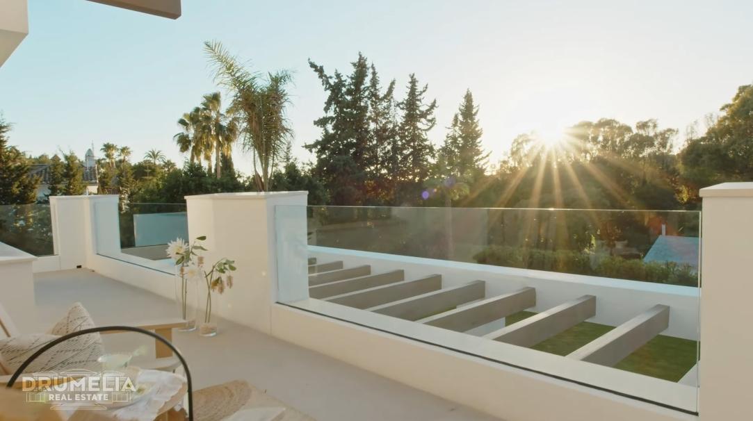 23 Interior Design Photos vs. Designer Villa El Paraiso, Estepona Tour