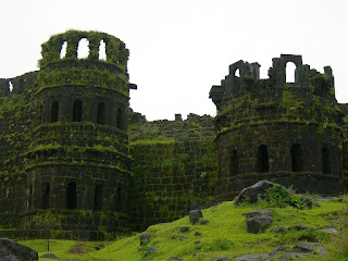Raygad fort information in marathi