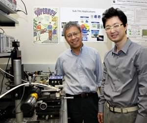 Os maiores benefícios da frequência terahertz estão na geração de imagens médicas sem os riscos da radiação dos raios X. Mas o Dr. Kenneth O (à esquerda), prefere celulares para encontrar pregos na parede - talvez o quadro na parede de seu laboratório possa explicar porquê
