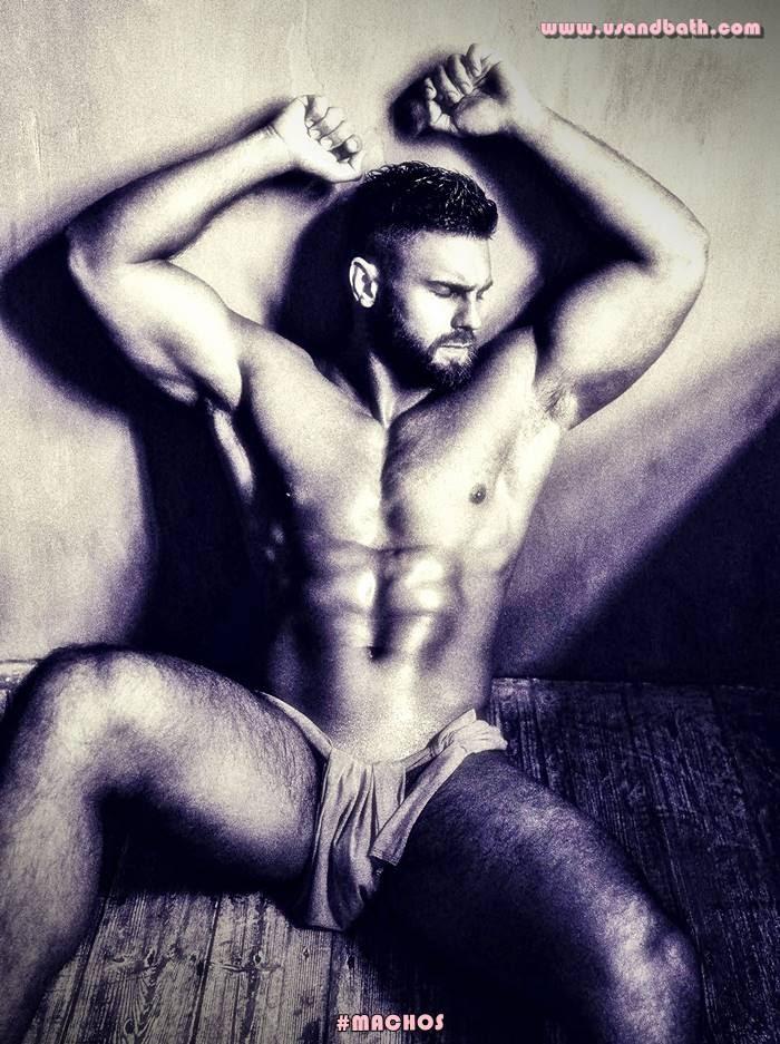 Kirill Dowidoff totalmente desnudo