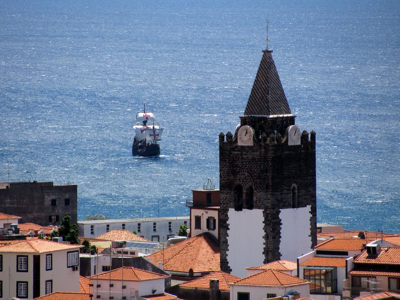 Santa Maria nau and the cathedral