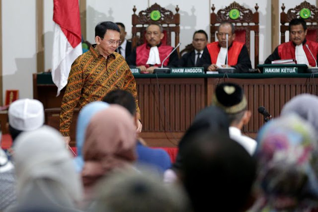 Kena Deh, Ahok Ditegur Hakim Saat Bacakan Pledoi