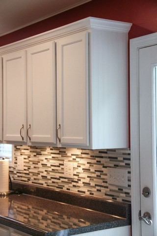 Kitchen Cabinets With Crown Molding