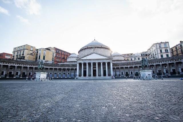 Piazza del Plebiscito e Basilica di San Francesco da Paola-Napoli