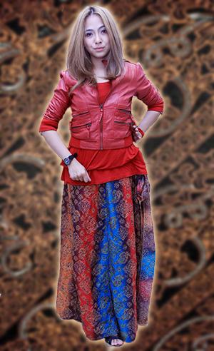 Cantik Dengan Batik dan Jaket Berbahan Kulit