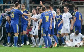 Απίστευτα προκλητικοί οι Βόσνιοι. Γιουχαρίσματα και επεισόδια τόσο από τους οπαδούς όσο και από τους παίκτες της Βοσνίας. (ΒΙΝΤΕΟ)