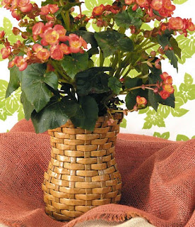 http://www.portaldeartesanato.com.br/materias/567/vaso+artesanal+feito+com+jornal