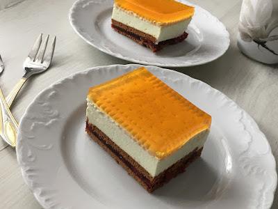 Ciasto bez pieczenia z mascarpone, herbatnikami i galaretką