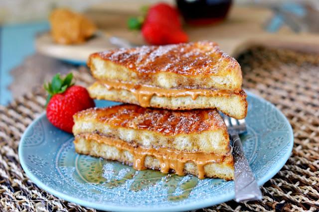 Peanut Butter Stuffed French Toasts - Αυγόφετες με φυστικοβούτυρο