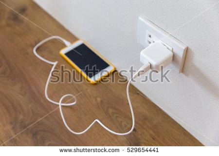 लोकल या दूसरे चार्जर से हमें अपना मोबाइल चार्ज क्यों नहीं करना चाहिए?