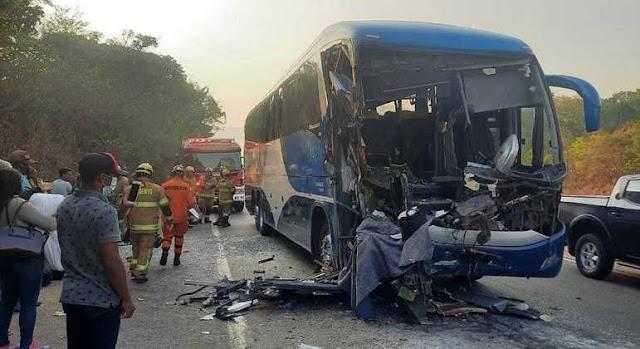 Uma Batida envolvendo um ônibus e carreta deixa 47 pessoas feridas na BR-060! Confira