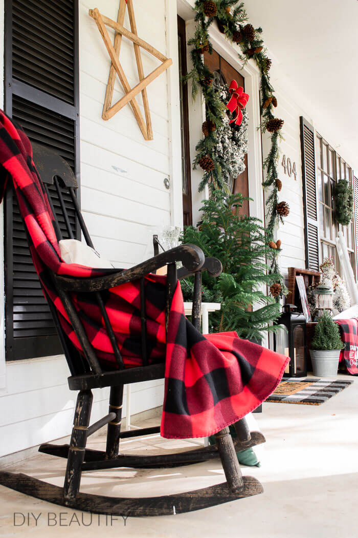 tobacco wood star and pops of Christmas red on porch